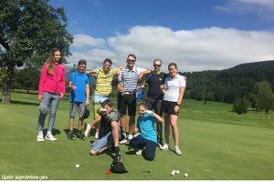 Kinder im Golfcamp in den Alpen