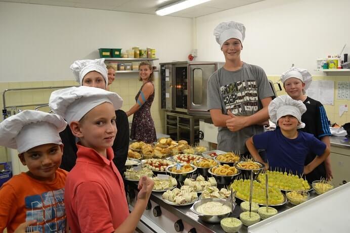 Im Move-It Sportcamp schwingen die Kinder selbst den Kochlöffel